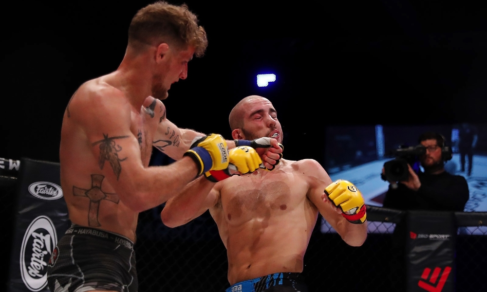 Houston and Paterno went back and forth for five thrilling rounds (Dolly Clew/Cage Warriors)