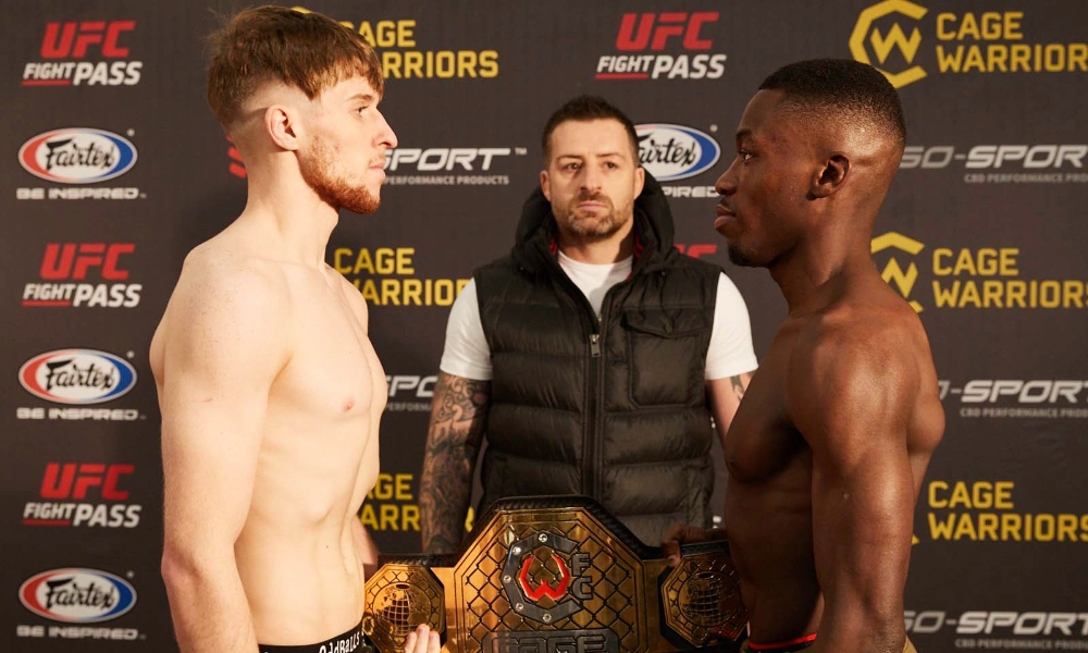 Jack Shore and Mike Ekundayo both made weight ahead of their bantamweight title fight at CW100 (Dolly Clew/Cage Warriors)